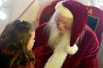 Santa arrives at Hardwick Park
